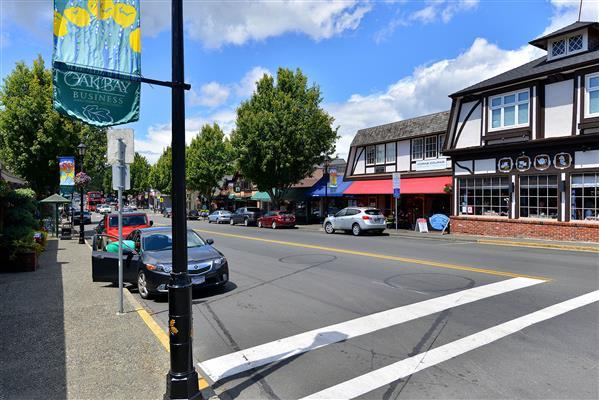 Oak Bay Avenue