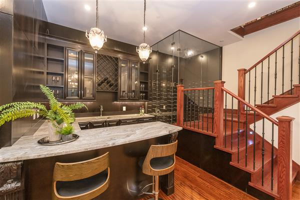 Wet Bar / Wine Cellar