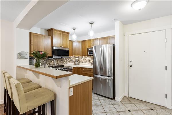 Kitchen / Foyer