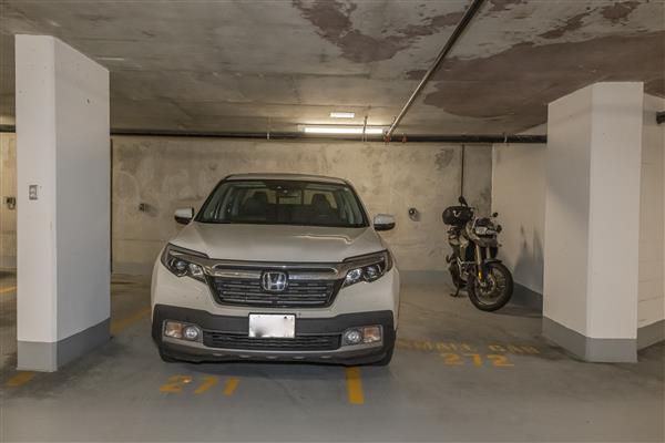2 Parking Stalls