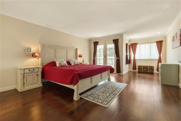 Master Bedroom / Sitting Area
