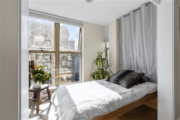 Murphy Bed/Guest Room